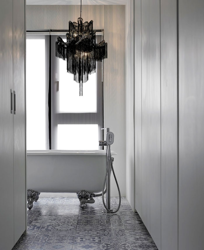 laisvai pastatoma vonia