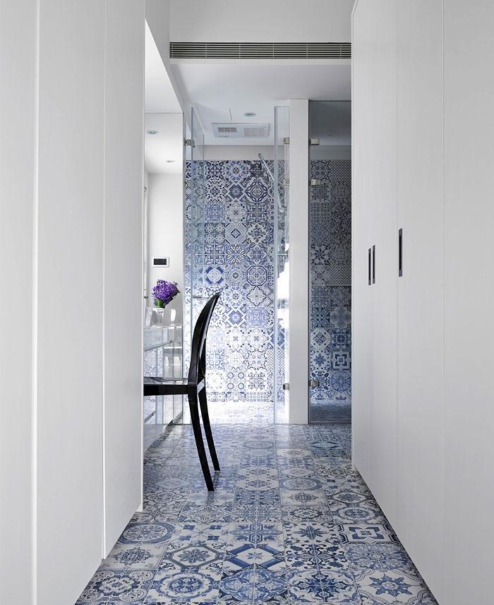patterned tiles bathroom