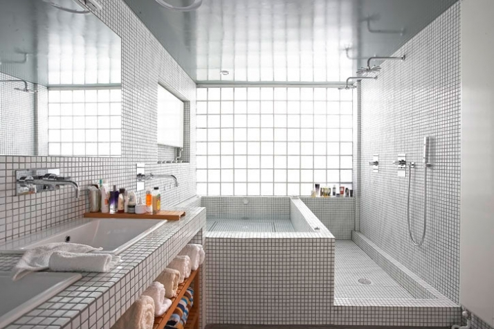 bathroom interior mosaic tiles