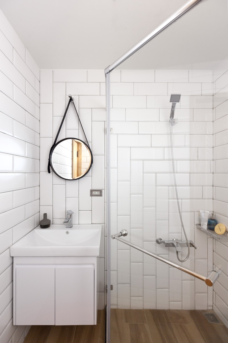 baltos plytelės vonioje