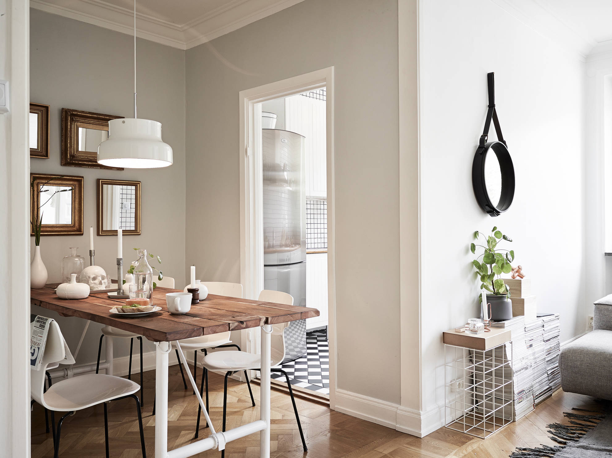 Cosy small scandinavian style apartment viskas apie for Petite table style scandinave