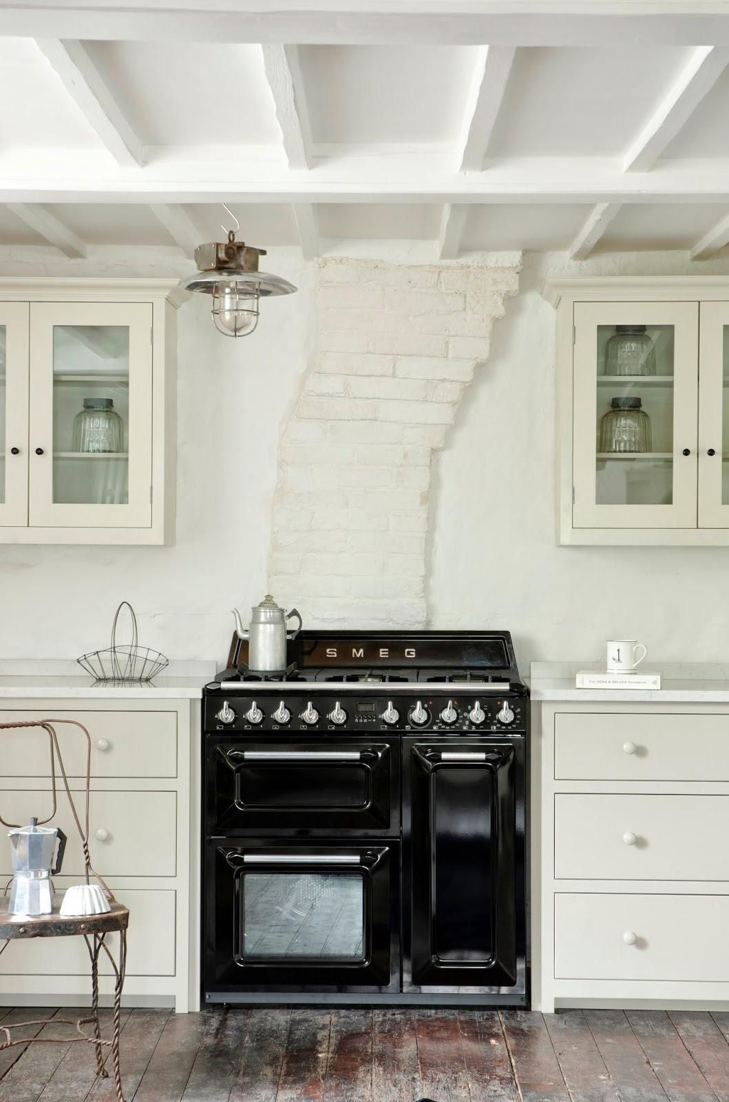 Smeg fridges and other kitchen appliance viskas apie for Smeg kitchen designs
