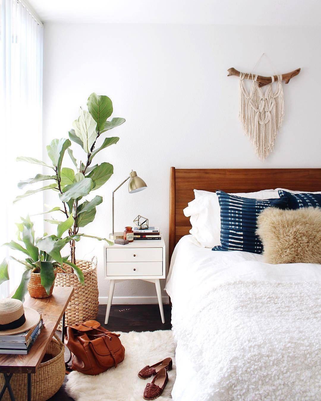 Modern Bedroom: Mid-century Modern Interior Style